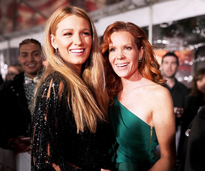 Ljudje's Choice Awards 2017 - Embed - Blake Lively Robyn Lively