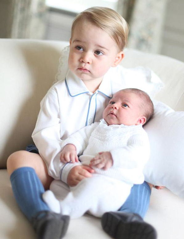 Prinsesse Charlotte Gets Serious With Prince George