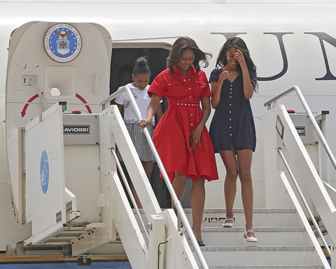 Michelle Obama and her Daughters - Lead/Slide