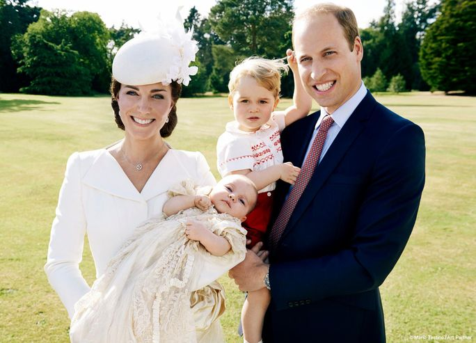 Prinsesse Charlotte Takes Her First Family Portrait