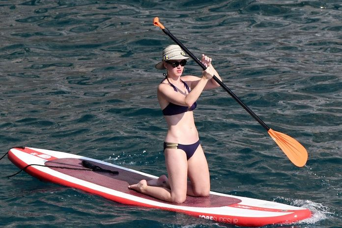 Katy Perry - Paddleboarding