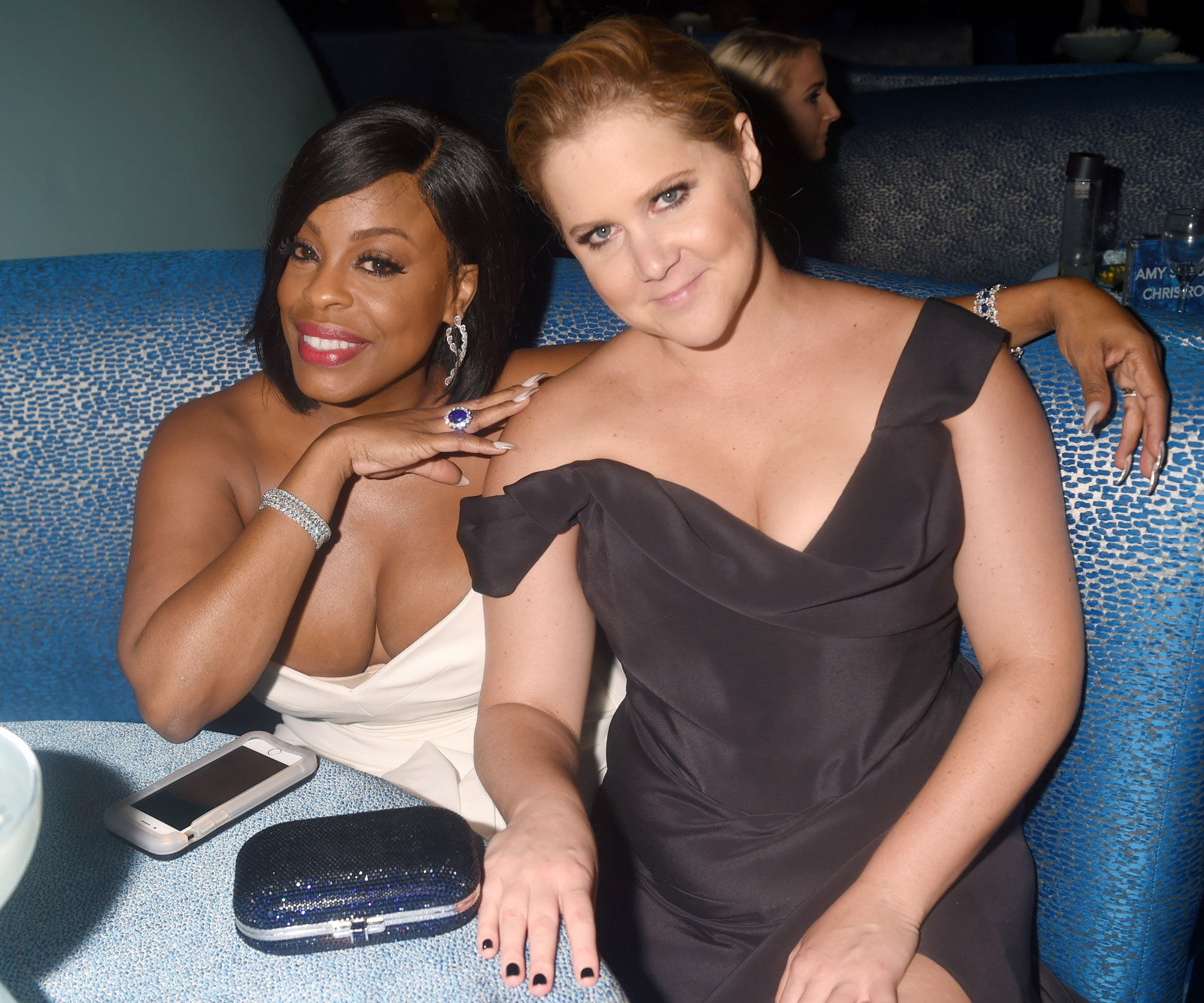 Niecy Nash (L) and Amy Schumer