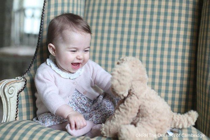 Prinsesse Charlotte Plays With a Stuffed Dog