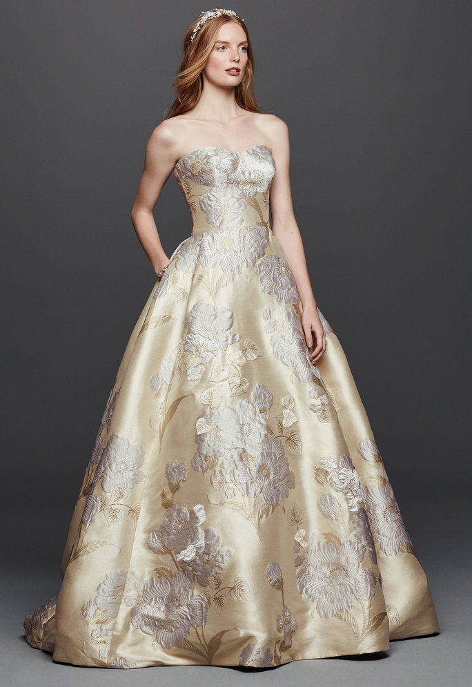 balkjole by Oleg Cassini (Available in David's Bridal store and davidsbridal.com in February 2016; $1,250)