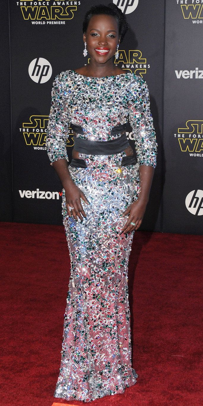 Igralka Lupita Nyong'o arrives at the Los Angeles Premiere 'Star Wars: The Force Awakens' on December 14, 2015 in Hollywood, California.