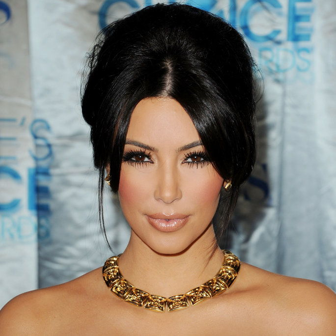 金 Kardashian arrives at the 2011 People's Choice Awards